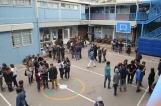 Alumnos congregados en el patio escolar (Foto: Eduardo Lara)